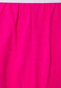 Guess - SHORT SET - Yöasusetti - shocking pink - 7