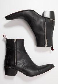 Jeffery West - VEGAN SYLVIAN - Cowboy/biker ankle boot - black - 1