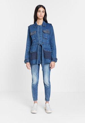 CHAQ_MIZUKI - Short coat - blue