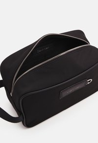 Calvin Klein - URBAN UTILITY WASHBAG UNISEX - Wash bag - black - 2