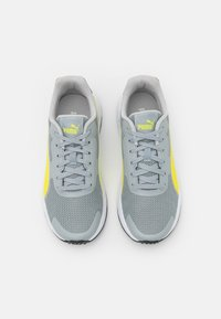 Puma - TAPER UNISEX - Neutral running shoes - quarry/energy yellow/gray violet - 3