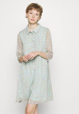 JDYNELLY DRESS - Košilové šaty - blue haze/branch