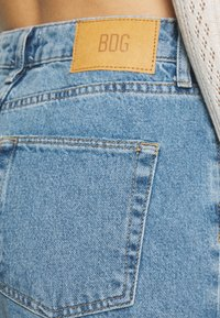 BDG Urban Outfitters - VINTAGE MOM - Relaxed fit jeans - blue denim - 5