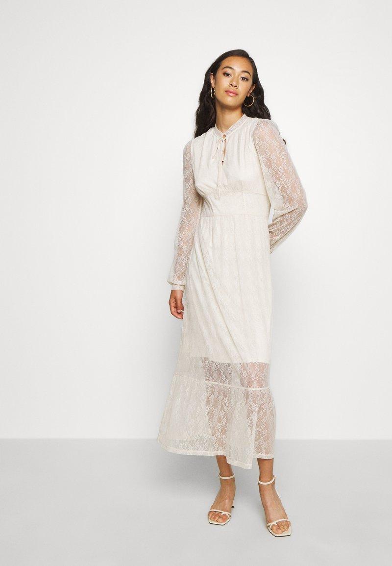 Vila - VISABI MIDI DRESS - Denní šaty - birch