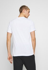 Nike Performance - DRY TEE PRO - T-Shirt print - white - 2