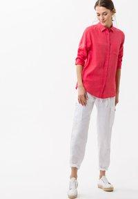BRAX - VICTORIA - Button-down blouse - papaya - 1