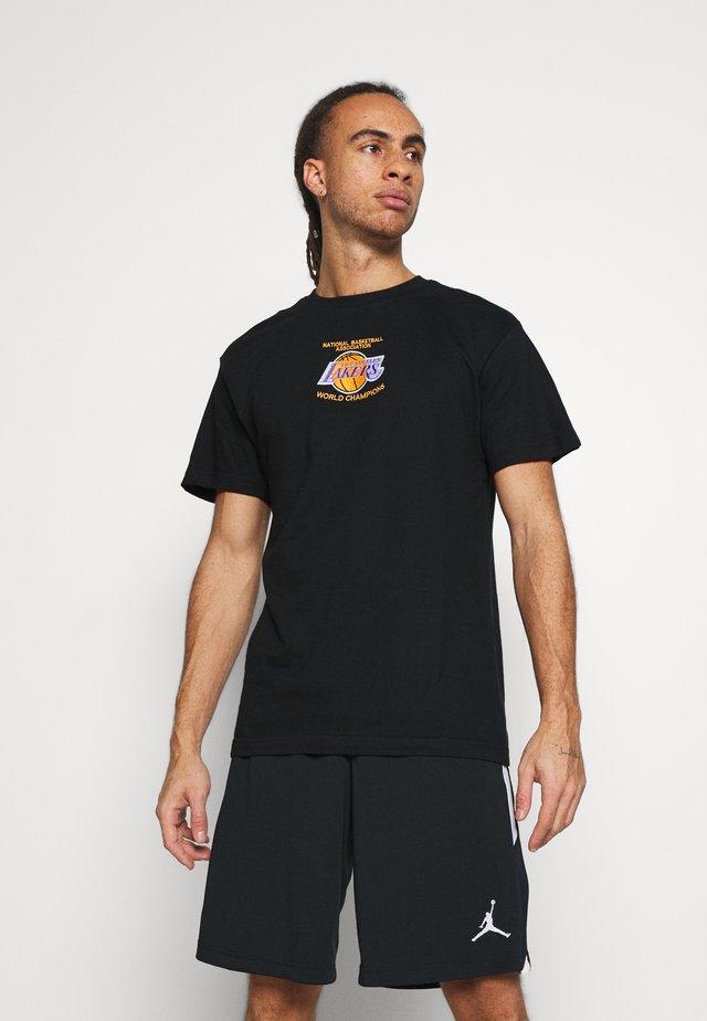 NBA LA LAKERS DEADSTOCK CHAMPS TEE - Klubtrøjer - black