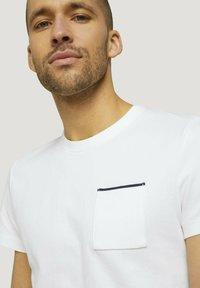 TOM TAILOR - Basic T-shirt - off white - 3