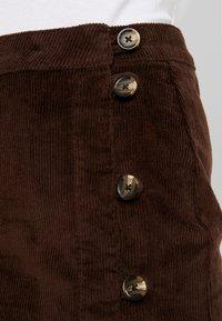 Pieces - PCCORDY SKIRT BUTTON - Mini skirt - coffee bean - 4