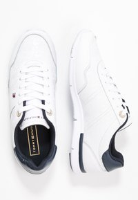 Tommy Hilfiger - TOMMY JACQUARD LIGHT SNEAKER - Joggesko - white