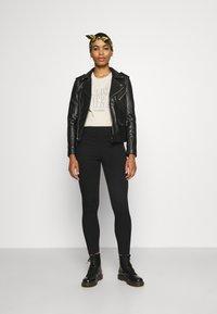 Levi's® - MILE HIGH PULL ON - Jeans Skinny - black denim - 1