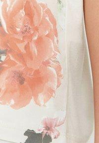 b.young - BYPANYA  - Print T-shirt - nectarine mix - 4