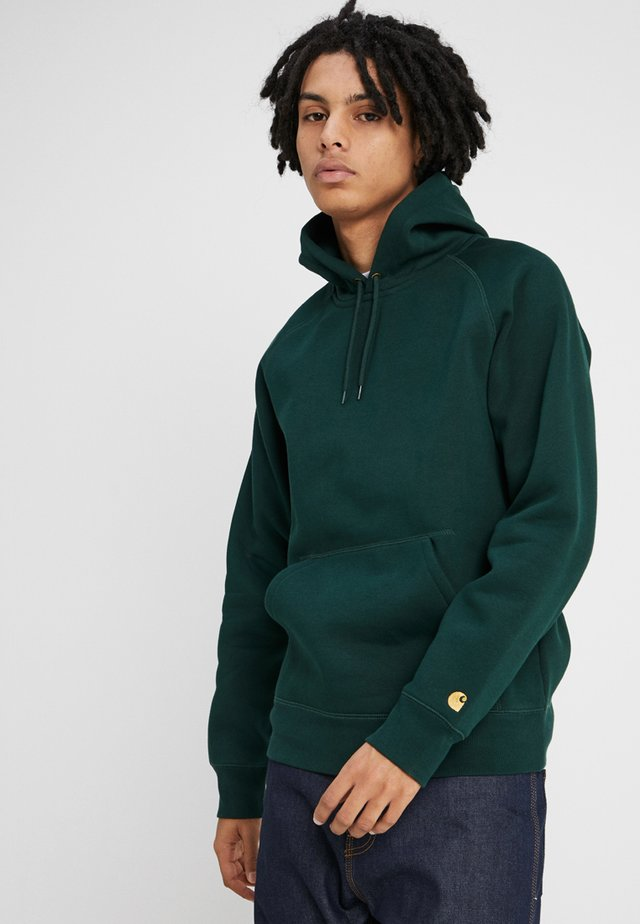 HOODED CHASE  - Sweat à capuche - bottle green/gold