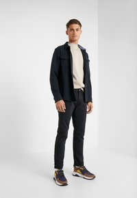 Outerknown - DRIFTER - Slim fit jeans - pitch black - 1