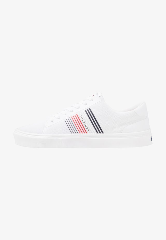 LIGHTWEIGHT STRIPES - Sneakersy niskie - white