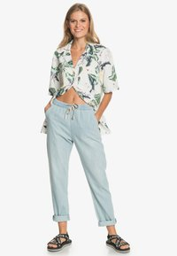 Roxy - MIT RELAXED FIT  - Relaxed fit jeans - light blue - 1