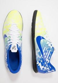 Nike Performance - VAPOR 13 CLUB NEYMAR IC - Halové fotbalové kopačky - white/racer blue/volt/black - 1