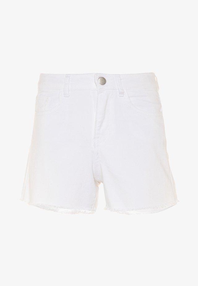 NKFRANDI MOM TWIIZZA CAMP - Jeans Short / cowboy shorts - bright white