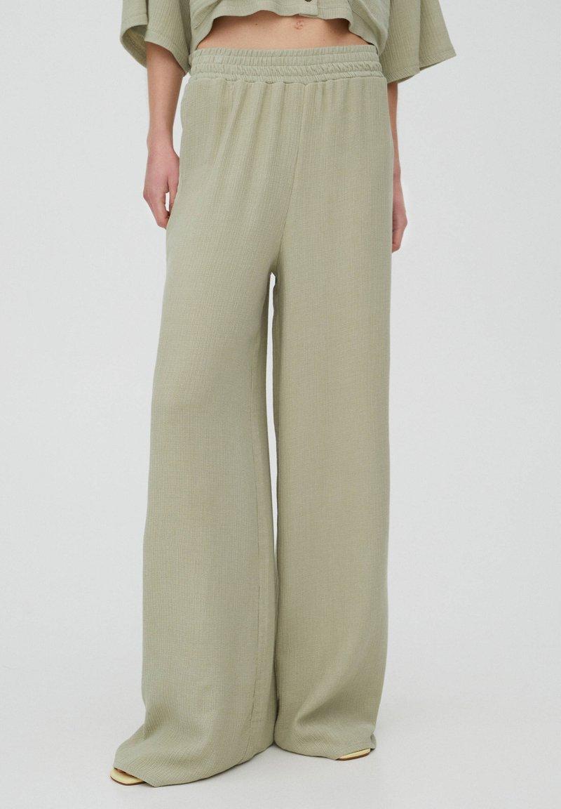 PULL&BEAR - Trousers - green