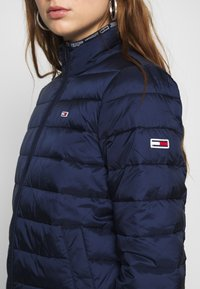 Tommy Jeans - QUILTED ZIP THRU - Light jacket - twilight navy - 5