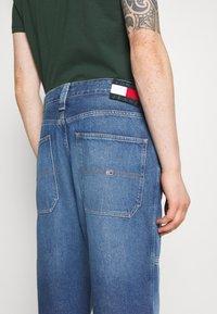 Tommy Jeans - SKATER UNISEX - Jeans Tapered Fit - light blue - 4