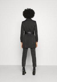Missguided - PINSTRIPE DRESS - Denní šaty - black - 2