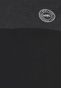 Johnny Bigg - SPLICE LONGLINE SCOOP TEE - Print T-shirt - charcoal - 2
