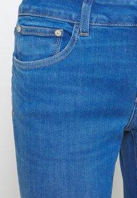 CLOSED - BAKER LONG MID WAIST REGULAR LENGTH - Slim fit jeans - mid blue - 2