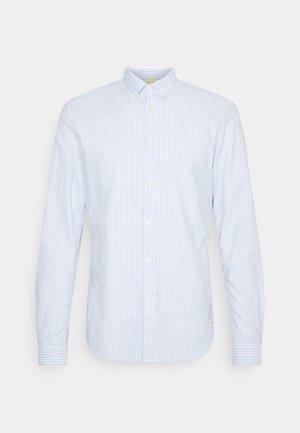 BUTTON DOWN COLLAR - Shirt - light blue/white