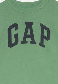 GAP - TODDLER BOY LOGO  - Print T-shirt - stringbean - 2