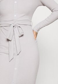 Missguided Petite - RIBBED BUTTON FRONT DRESS - Jumper dress - grey - 5