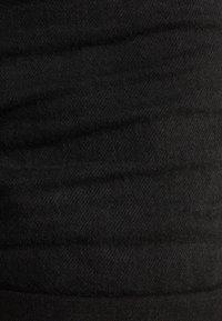 Bershka - DENIM-SHORTS MIT SAUMAUFSCHLAG 02596211 - Farkkushortsit - black - 5