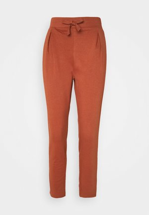 SLIM FIT PLEAT DETAIL JOGGER - Träningsbyxor - brown