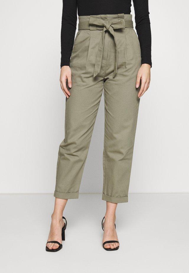 TIE WAIST TROUSER - Pantalones - green