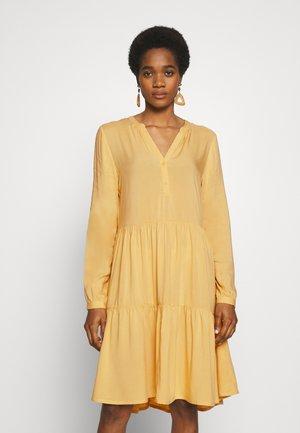 BYISOLE - Denní šaty - cornsilk