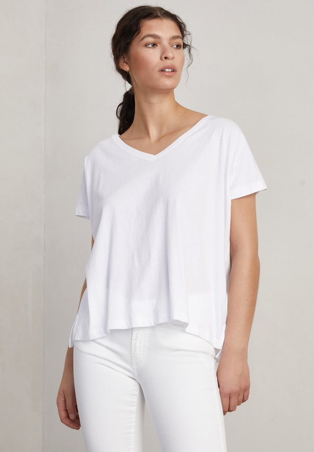 SIMONE - T-shirts basic - frosty chalk