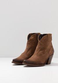 Felmini Wide Fit - LAREDO - Cowboy/biker ankle boot - tan - 4