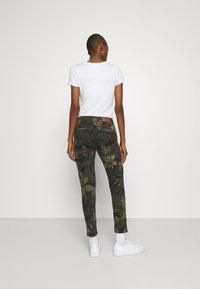 Desigual - PANT CARGO - Pantalon classique - olive - 2