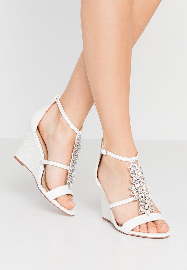 LISETTE - Korolliset sandaalit - white