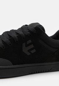 Etnies - MARANA - Skateschoenen - black - 5