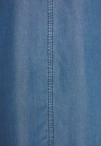 More & More - DRESS - Jeanskjole / cowboykjoler - denim blue - 2