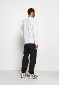 Only & Sons - ONSMAKHI LIFE POCKET TEE - Långärmad tröja - bright white - 2