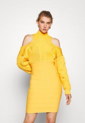 CABLE & BANDAGE MINI DRESS - Gebreide jurk - yam