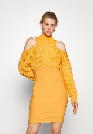 CABLE & BANDAGE MINI DRESS - Jumper dress - yam