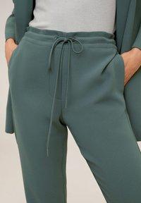 Mango - SEMIFLU - Trousers - grün - 3