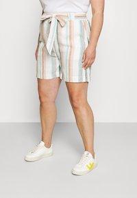 ONLY Carmakoma - CARSTACYI - Shorts - desert sage/multi stripes - 0