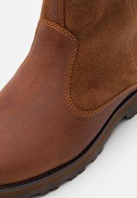 Timberland - COURMA KID WARM LINED UNISEX - Kotníkové boty - glazed ginger - 5