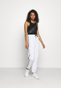 Missguided - CONTRAST PIPING - Tracksuit bottoms - white - 1