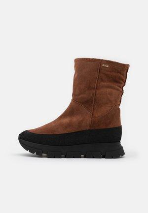 Kotníkové boty na platformě - nugat