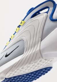 Nike Sportswear - ZOOM  - Sneakers - sky grey/black/bright cactus/hyper blue/white - 5